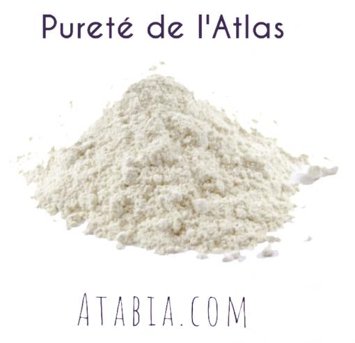 Poudre d'argile blanche rassoul des montagnes du Maroc. Pureté de l'Atlas